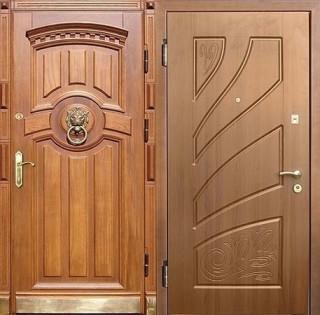 Дверь с отделкой массивом дерева и МДФ